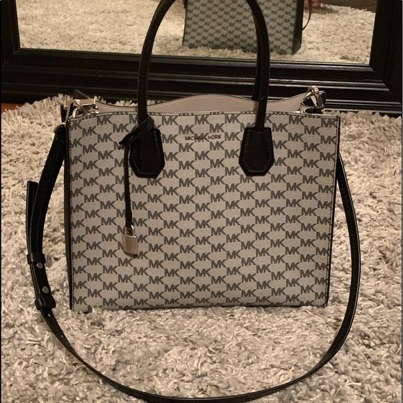 Michael Kors Handbags - Michael Kors purse!